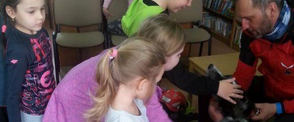 Dzieci z zerówki w Bibliotece Publicznej
